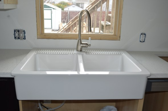 white apron front sink