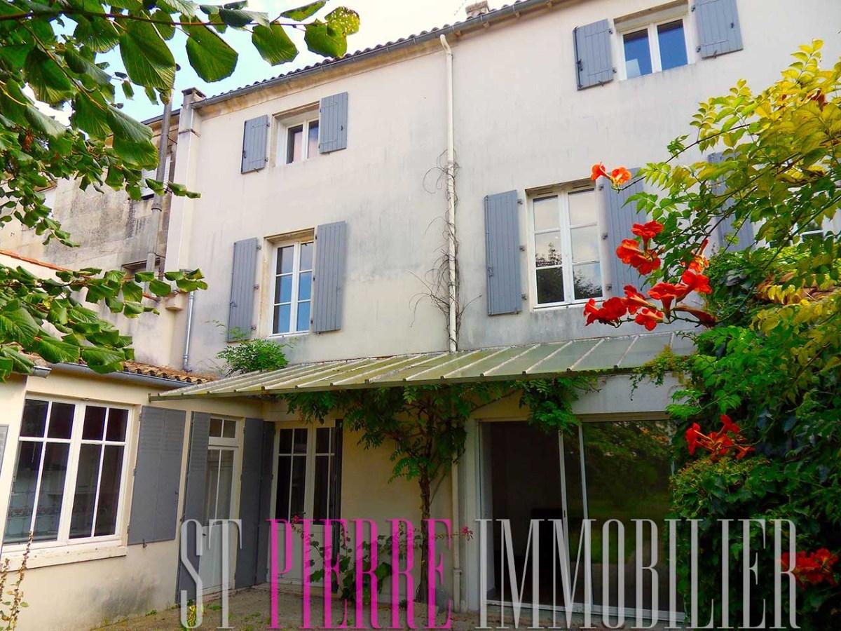 Vente grande maison rue de ribray niort 7 chambres for Maison saint pierre rodez