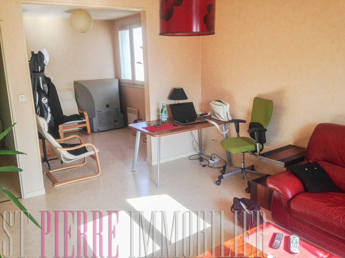 vendre appartement t2 deux pas du petit leclerc niort st pierre immobilier niort. Black Bedroom Furniture Sets. Home Design Ideas