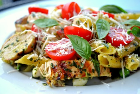 Pasta with Pesto and Grilled Chicken