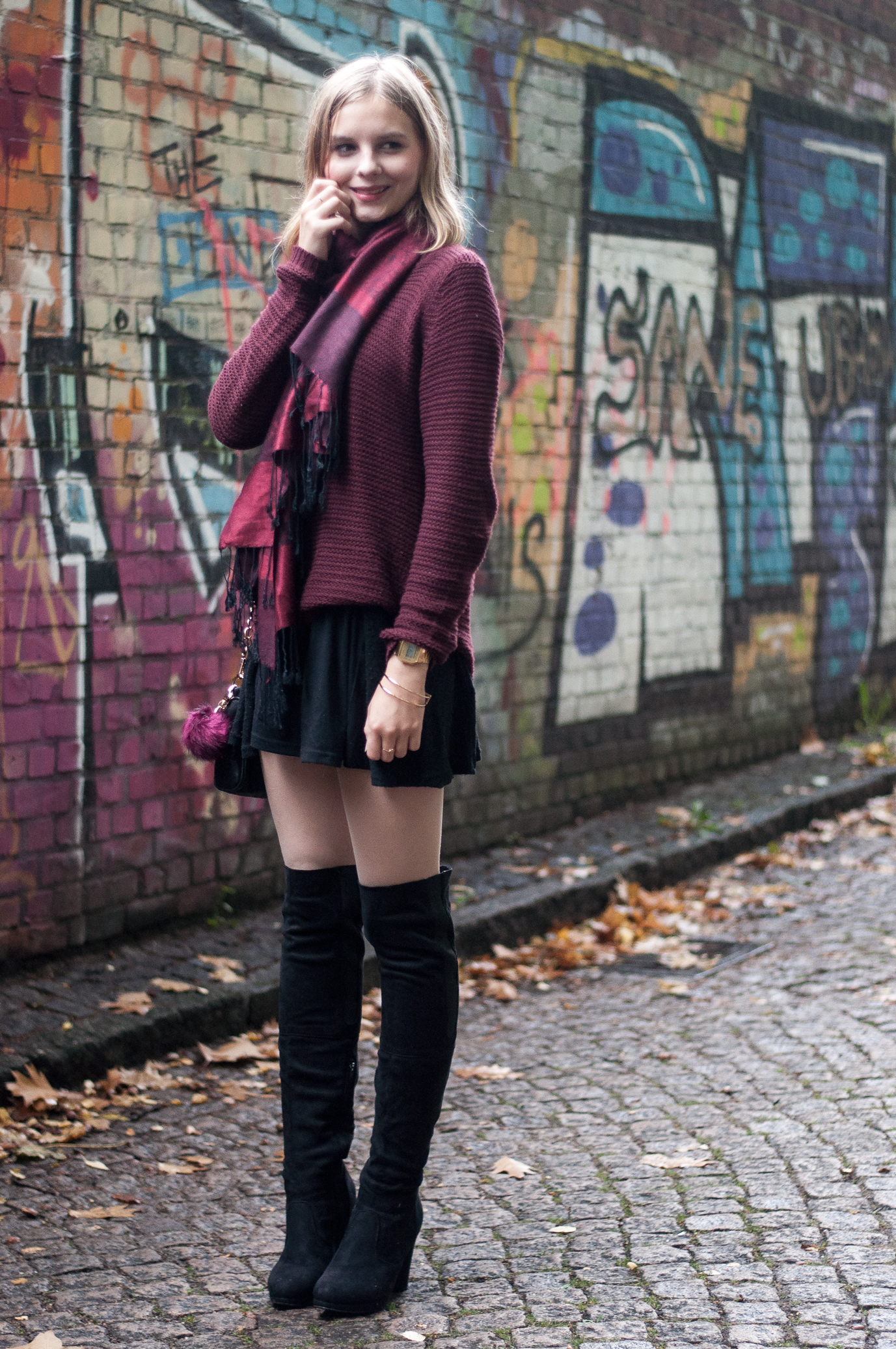 Kleid Mit Boots Kombinieren Outfit | Black Overknees – Strawberry Pie