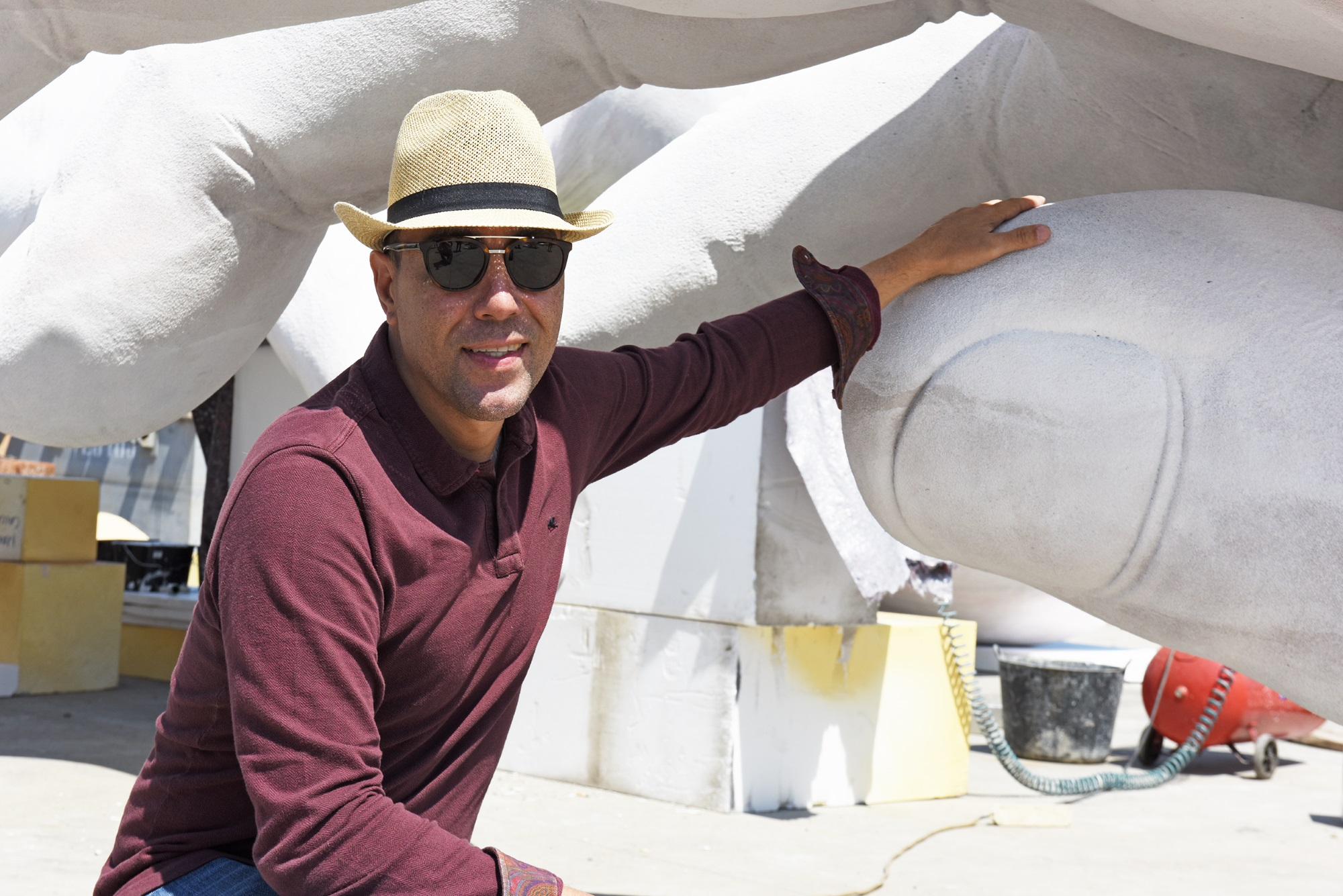 Support Photo Mural Lorenzo Quinn's New Sculpture Unveiled During Venice