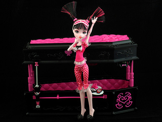 Draculaura with Coffin Bed