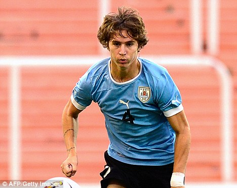 Guillermo Varela to sign for United