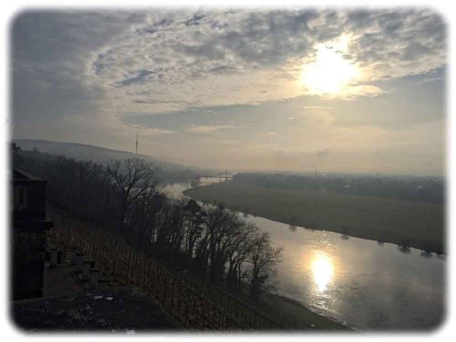 Ausblick vom Lingnerschloss auf den Dresdner Südosten mit dem Blaues Wunder und dem Fernsehturm. Foto: hw