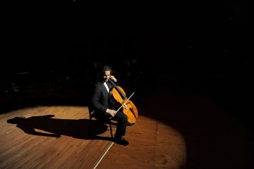 Cellist Zuill Bailey
