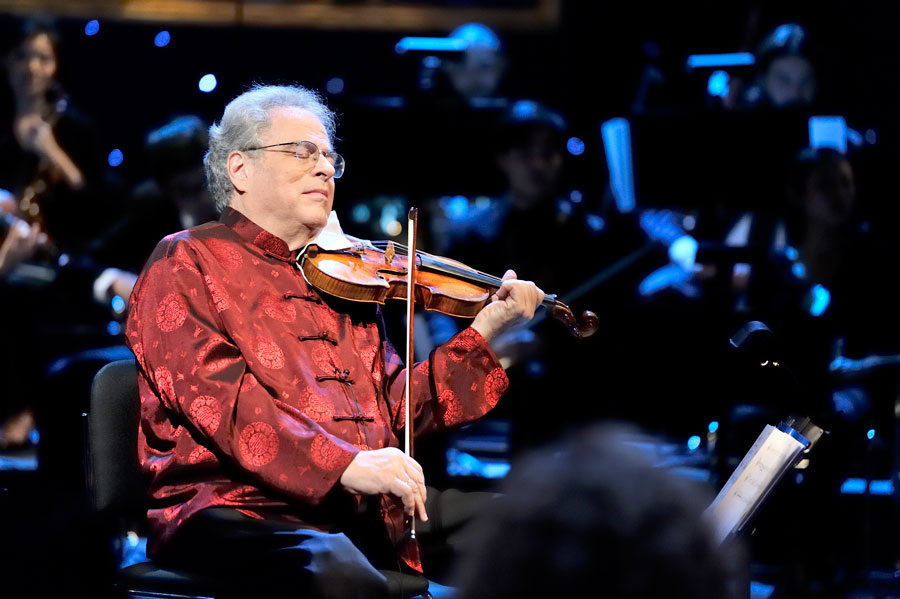 Itzhak Perlman violin player Strings Magazine October 2015 02
