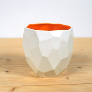 P003 Poligon Cup orange studio lorier