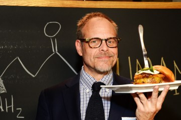 "4 Reasons Why Alton Brown Makes ""Cutthroat Kitchen"" Better Than ""Chopped"""