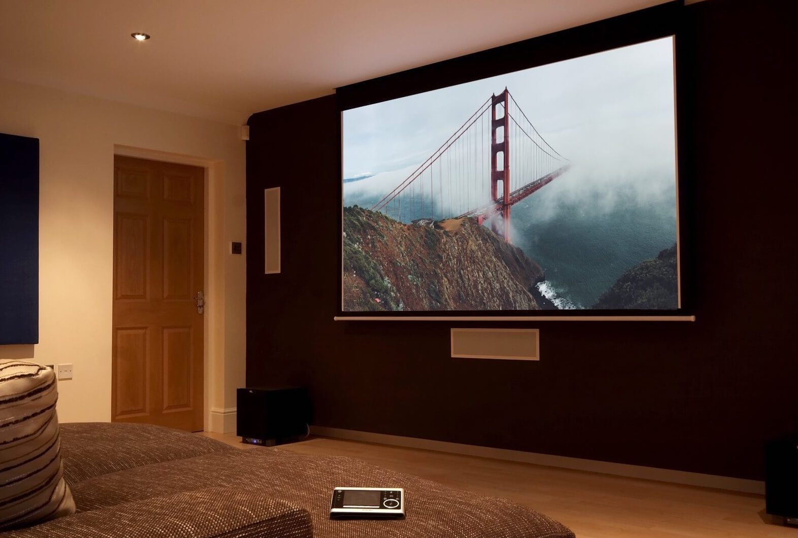 Buy A Tv 3 Reasons To Buy A Projector Instead Of A Flat Screen