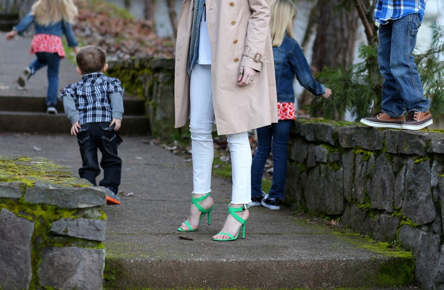 Trench + Green Heels 9a