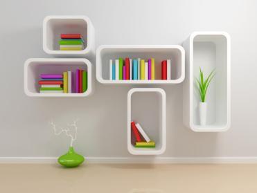 שילוב של צבעים נכונים יחד עם קווים קמורים בעיצוב של מדפים ומקומות אחסון.