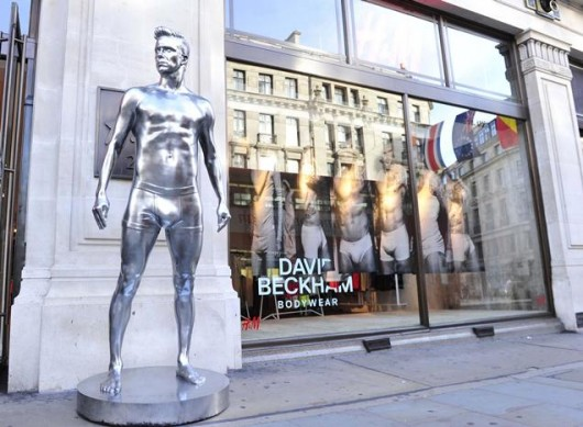 david-beckham-silver-statue-H&amp;M