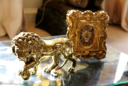 As a Leo, Coco Chanel was very fond of lions. Several lions can be found at the apartment.