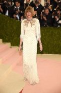 Met-Gala-2016-Anna-Wintour-Chanel-Couture