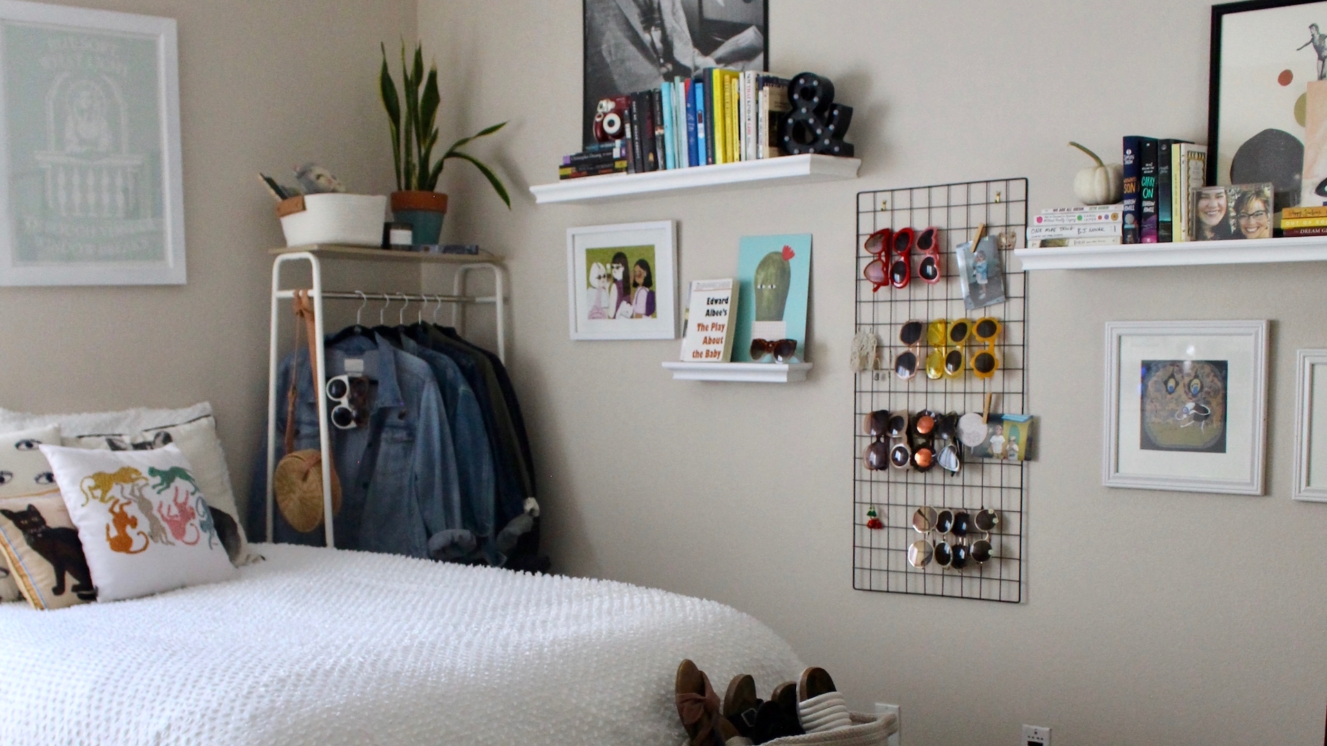 5 Easy Ways To Decorate A Small Bedroom And Make It Feel Like Home Stylecaster