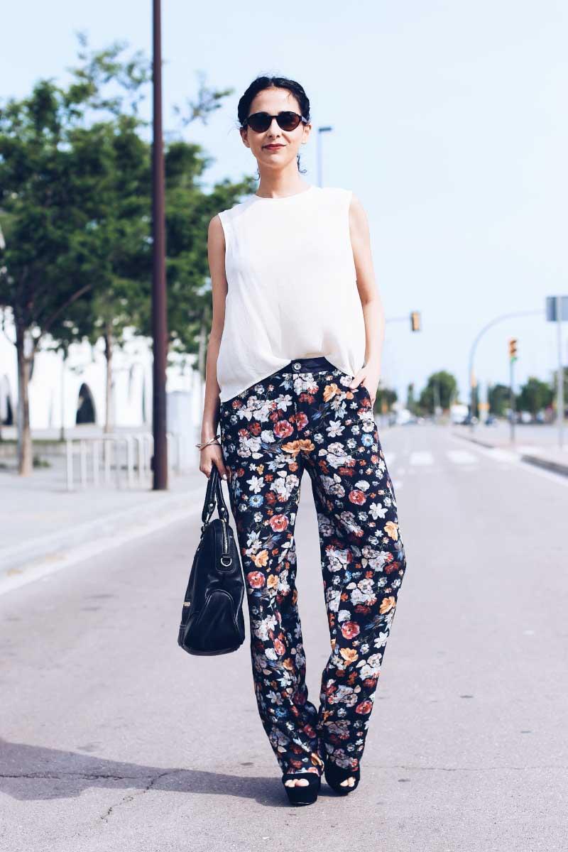 street-style-floral-pants-silk-blouse-spring-look-grettta-streve-madden-spain-style-in-lima