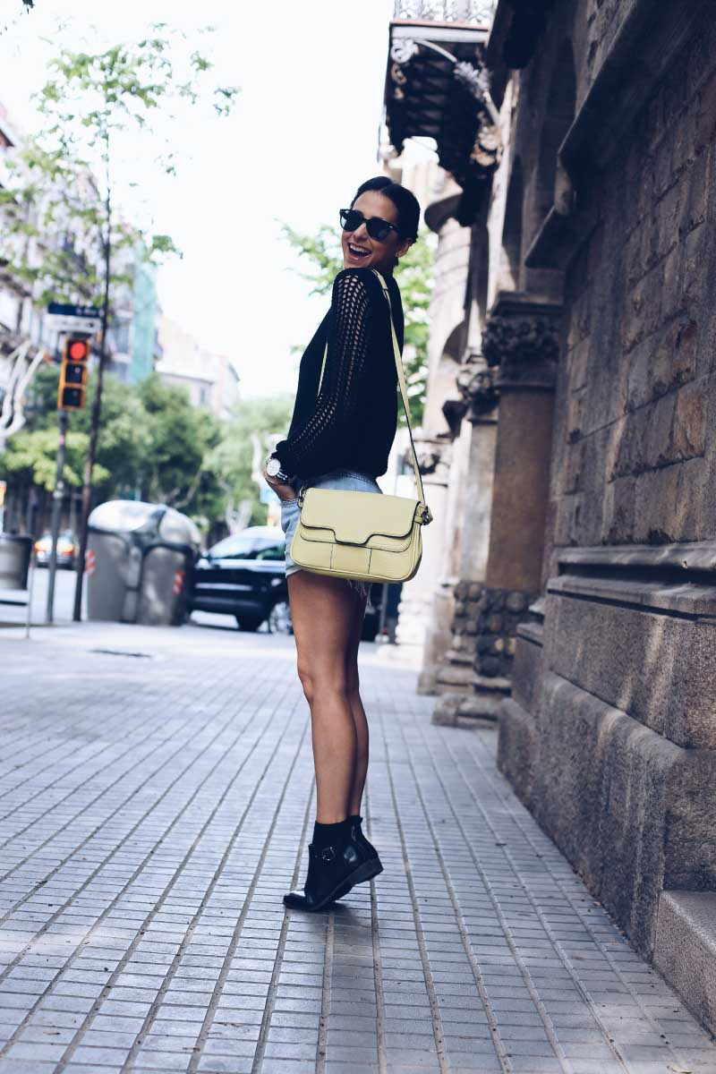 style-in-lima-bolso-indi-and-cold-amarillo-shorts-botines