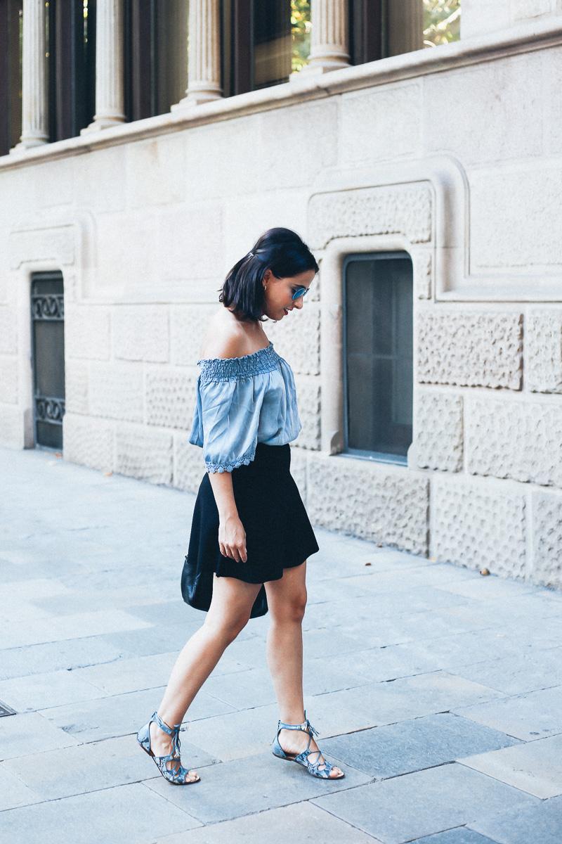 look-top-volantes-hombros-descubiertos-azul-verano-fashion-blogger-IMG_5625