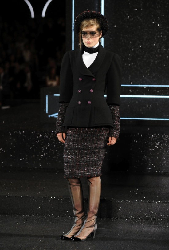 Chanel Haute Couture Fall Winter 2011 Collection 14