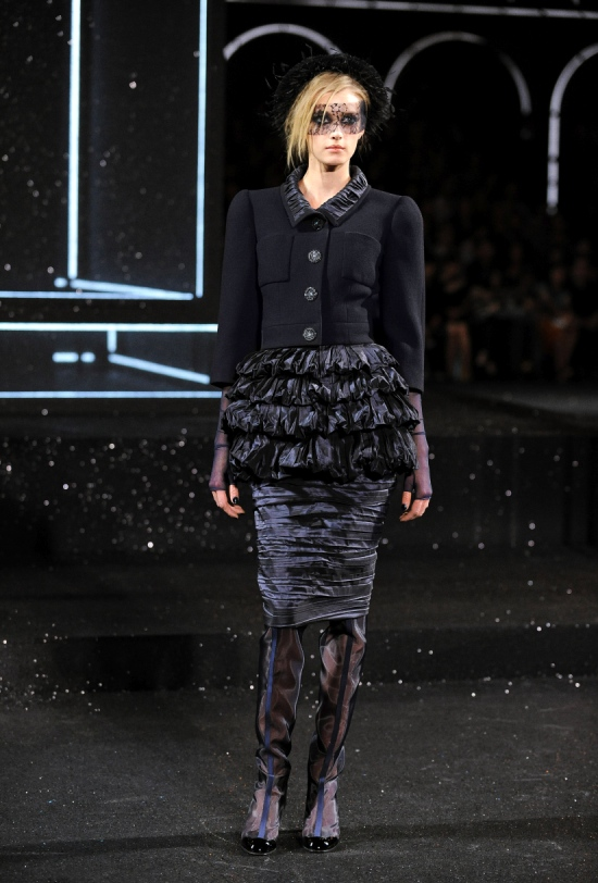 Chanel Haute Couture Fall Winter 2011 Collection 25