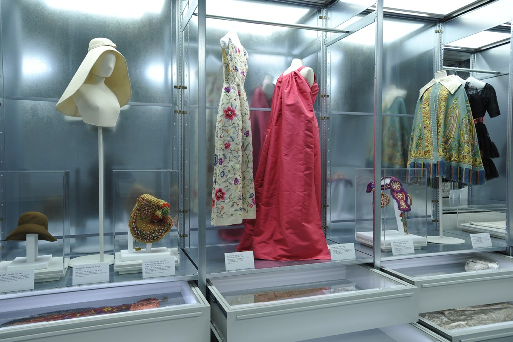 Cristobal Balenciaga Collectionneur De Modes Exhibit Galliera Museum 5