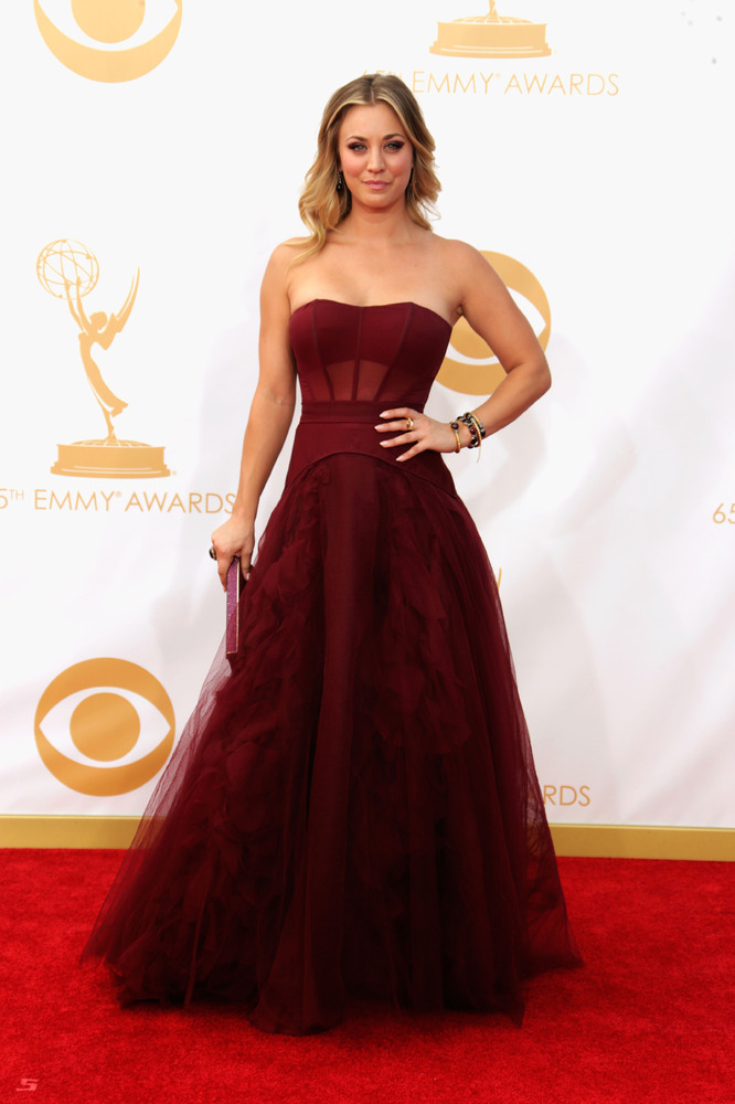 Kaley Cuoco in Vera Wang (Photo: Getty Images and Huff Post Style)