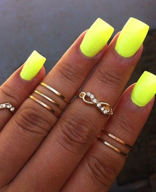 10 Eye-Catching Spring Nail Polish Trends