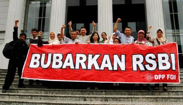RSBI Inkonstitusional (foto : Istimewa)
