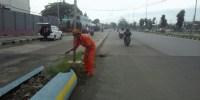 Pertahankan Piala Adipura, Lurah Kebon Kosong Kerahkan Petugas PPSU Pantau Jalan Benyamin Sueb