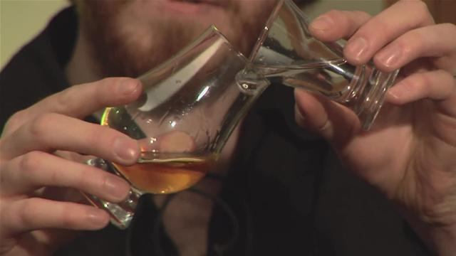 When to Water Your Whisky: Lagavulin 16 Scotch