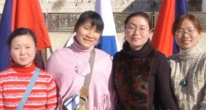 4-Chinese-girls-at-Kotel-300x161[1]