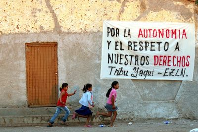 Fotografía: http://www.cgtchiapas.org/denuncias/tribu-yaqui-denuncia-al-mal-gobierno-por-robar-y-despojar-recursos-naturales-su-territorio
