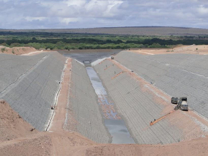 Julio de 2013, parte de un proyecto de infraestructura hidráulica en Brasil, que se inicia en la ciudad de Cabrobó y cruza el río San Francisco, que afecta directamente a los pueblos indígenas truká y Pipipan. Fotografía: Renata Bessi