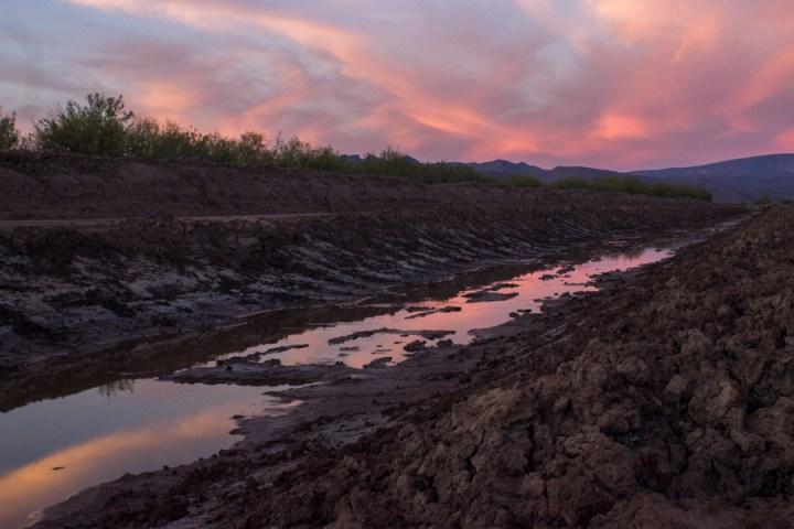 Aspecto del río Yaqui, luego  iniciados los trabajos de desviación de su afluente. Fotografía: Aldo Santiago