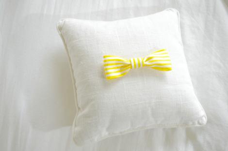 DIY simple bow pillow