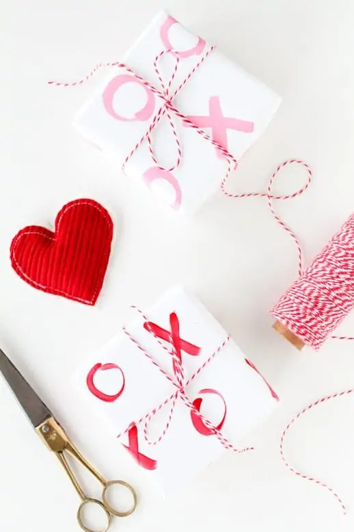 DIY xoxo gift wrap