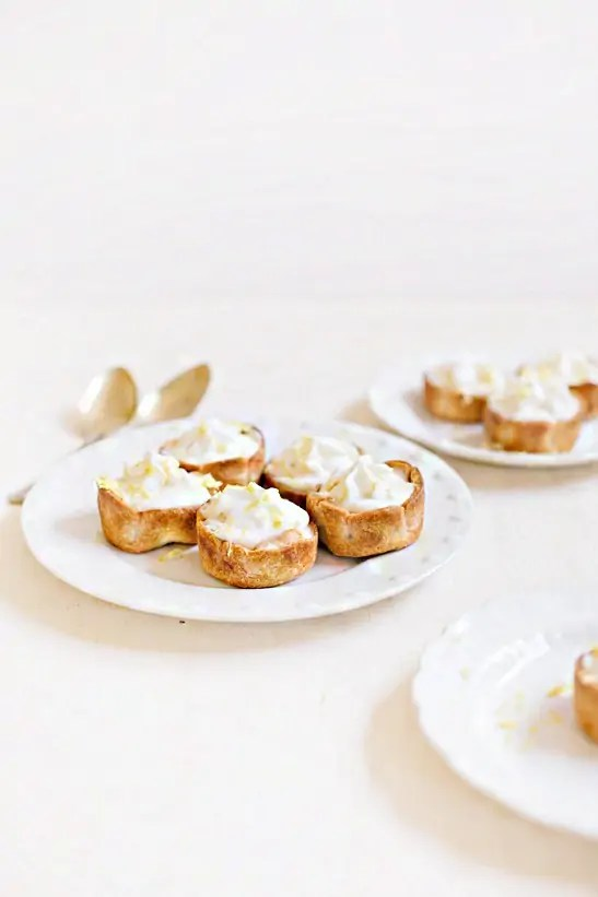 mini lemon cheesecake pies | sugarandcloth.com