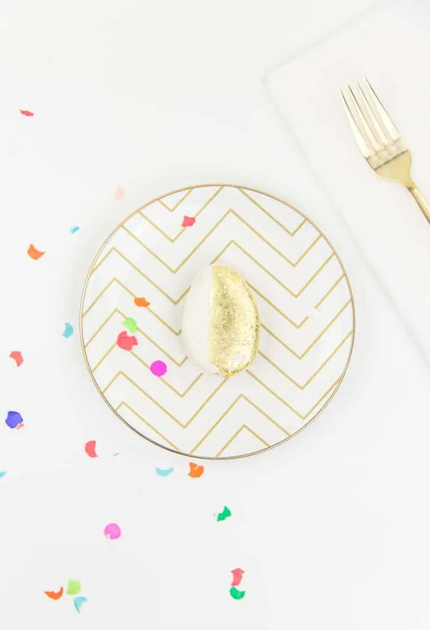 golden egg place settings | sugarandcloth.com