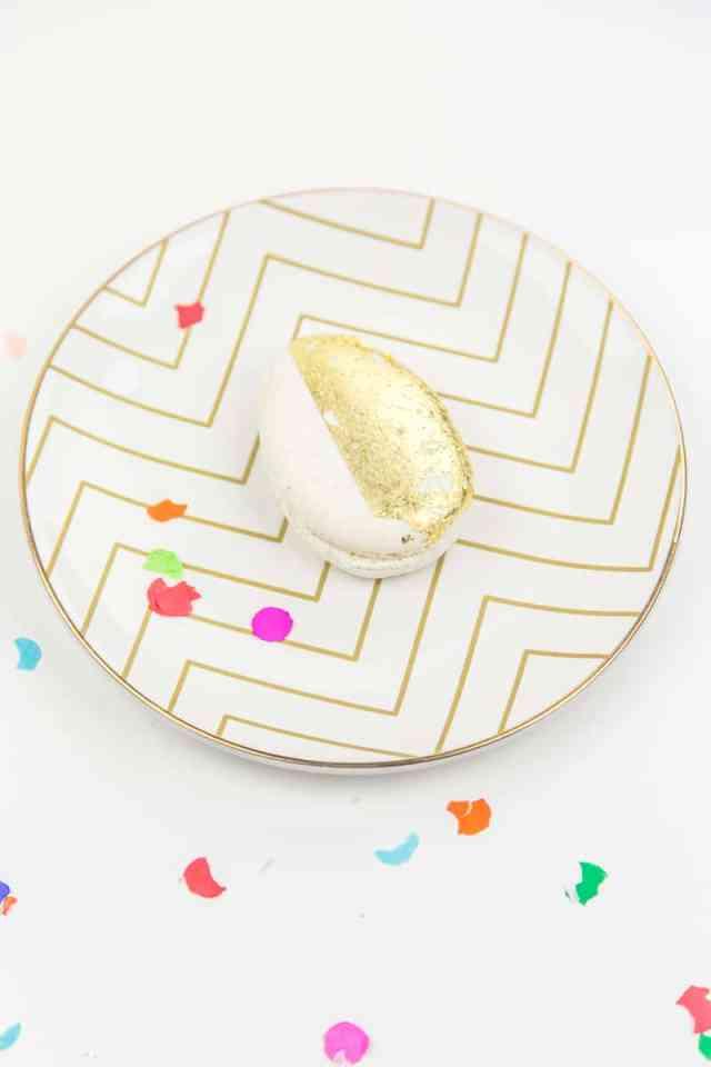 golden egg place settings | sugarandcloth.com