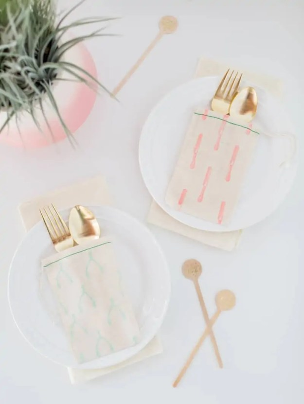 DIY patterned flatware pouches | sugarandcloth.com