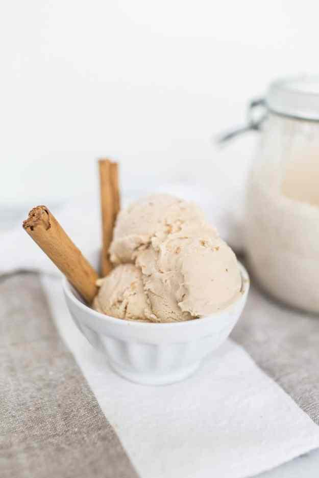 homemade chai latte ice cream recipe   sugarandcloth.com