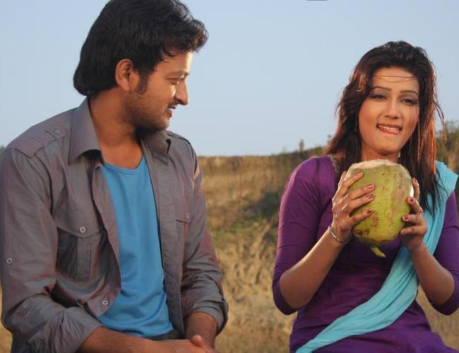Mahiya Mahi and Saimon in Pora Mon (2013)