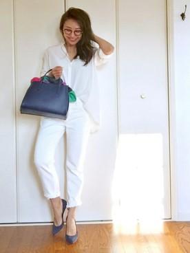 白のシルクシャツ
