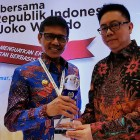 Gubernur Sumbar Terima Penghargaan Tokoh Perintis Pers Indonesia