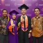 Dua Pelajar Binaan CSR Semen Padang di Sampoerna Academy Boarding School Ikuti Wisuda Kelulusan
