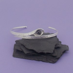 Snakeye Bangle – Matt Silver Black Pearl