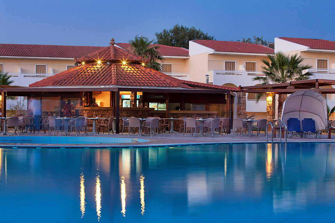 Groot Zwembad Opzetten Hotel Kefalonia Palace All Inclusive In Kefalonia