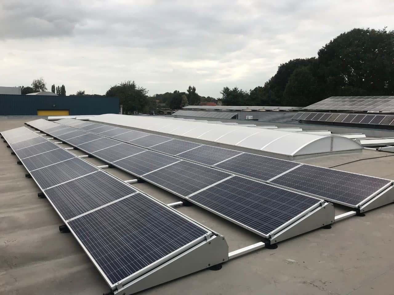 Zonnepanelen pakket plat dak zonnepanelen zonnepanelen op een