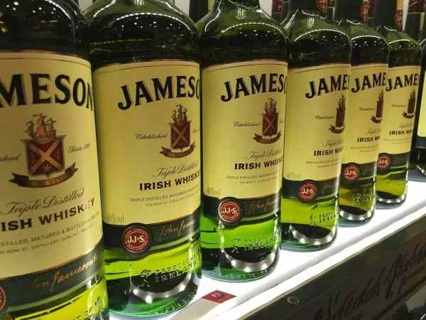 99 unmissable things to do in ireland the irish bucket list for Mixed drink with jameson